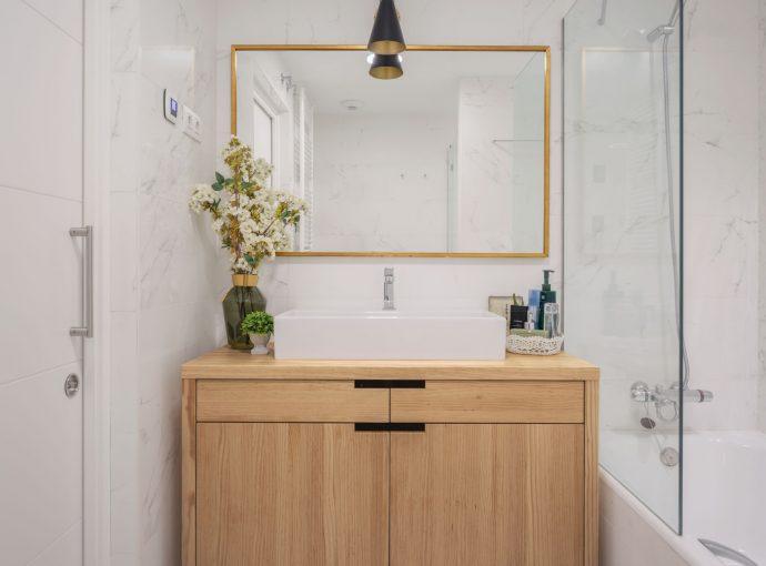Espejo baño reforma parcial obra nueva en Algorta