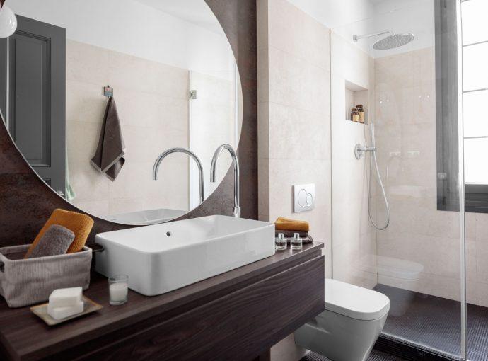 Espejo baño reforma de vivienda antigua en el centro de Bilbao