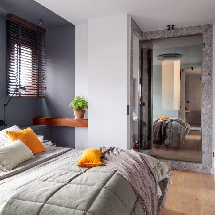 Espejo dormitorio reforma de vivienda en Santa María de Getxo