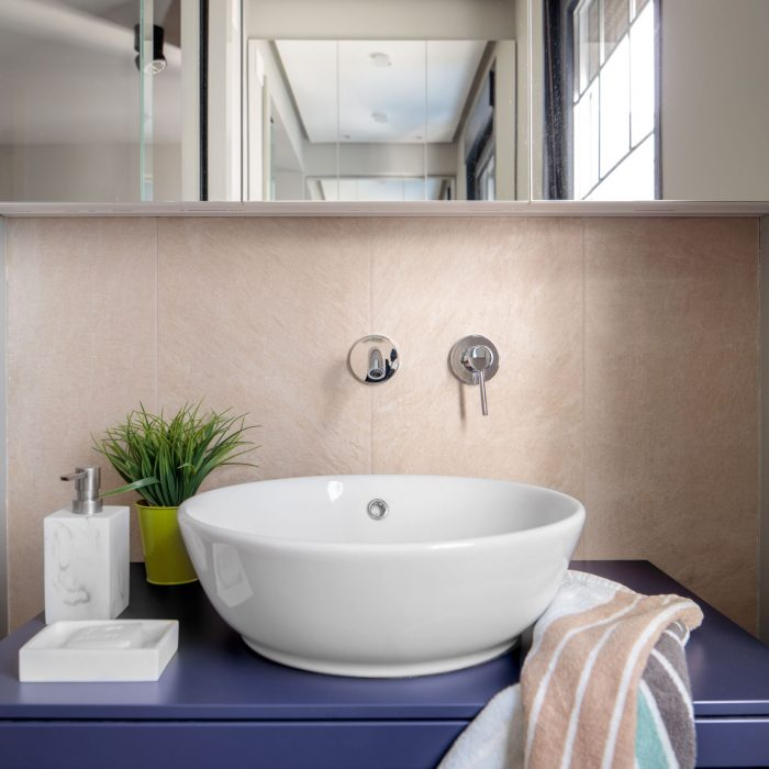 Detalle baño reforma de vivienda antigua en el centro de Bilbao