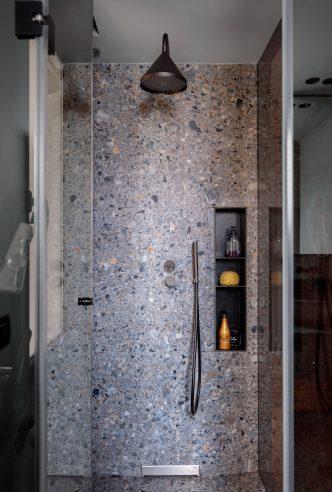 Ducha baño reforma de vivienda en Santa María de Getxo