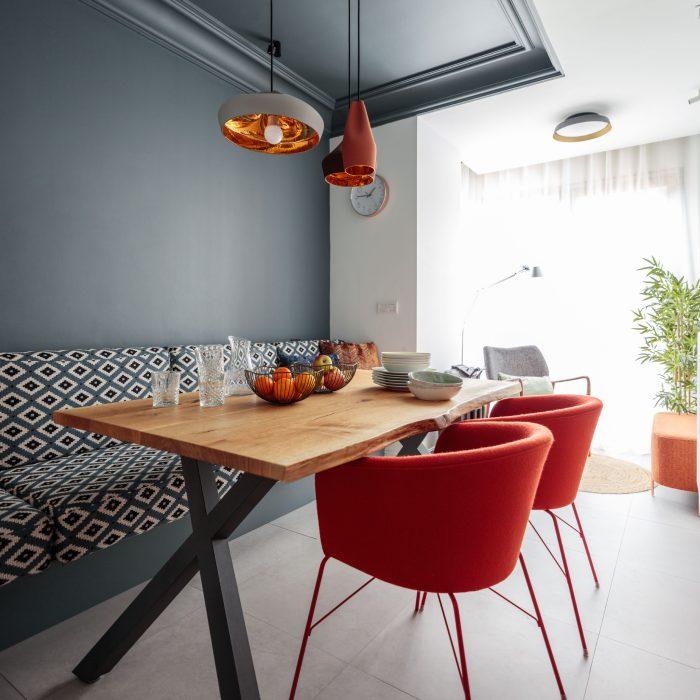 Mesa cocina reforma de vivienda en Santa María de Getxo